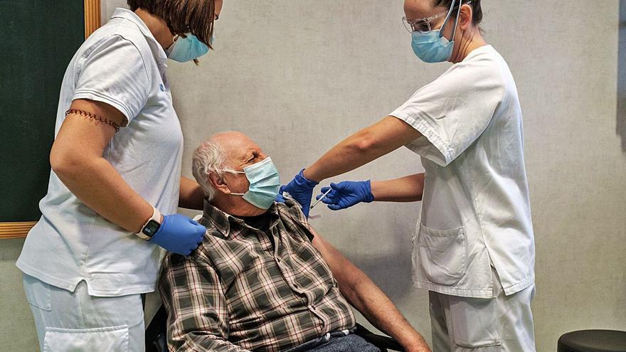 Sanitarios dan la espalda al negacionista