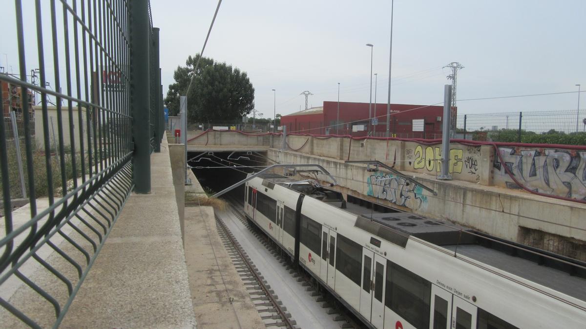 Los trenes ya circulan por el interior del túnel