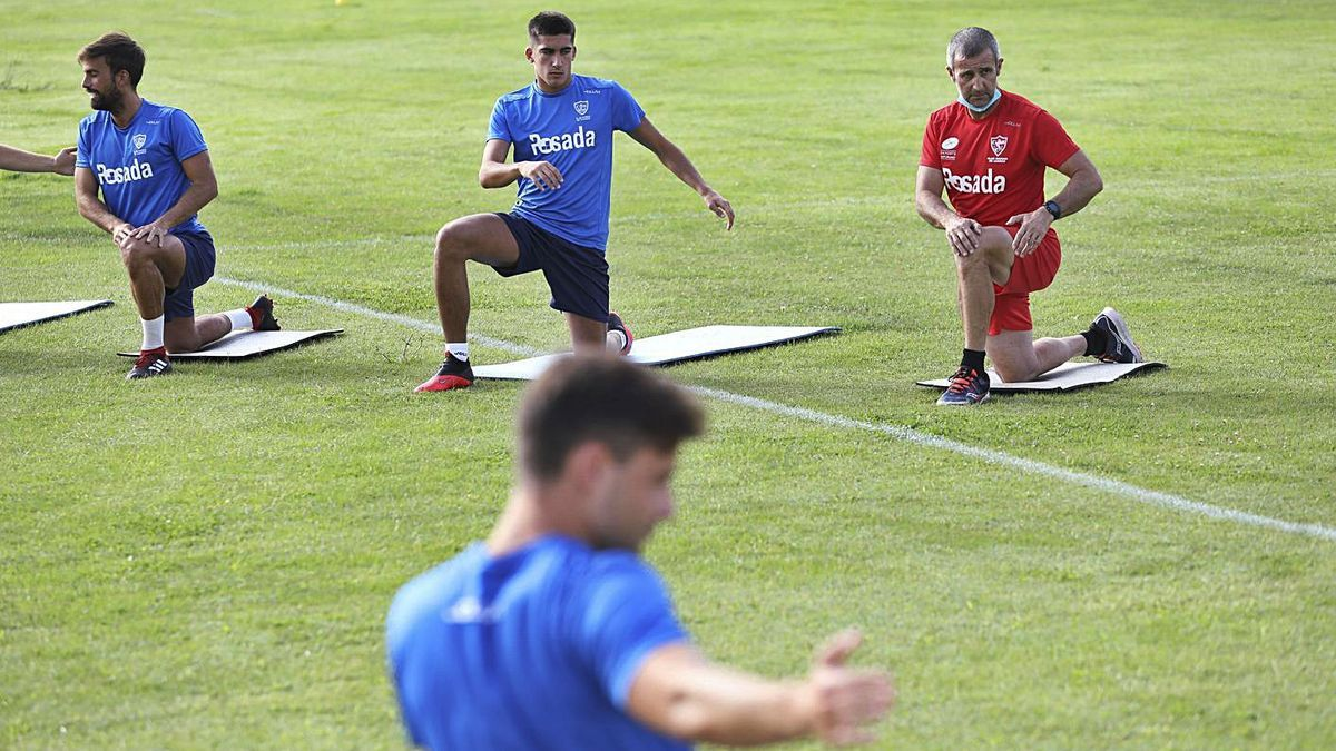 Nacho López, in red on the right, leads some exercises in a Marino training session.     Ricardo Solis