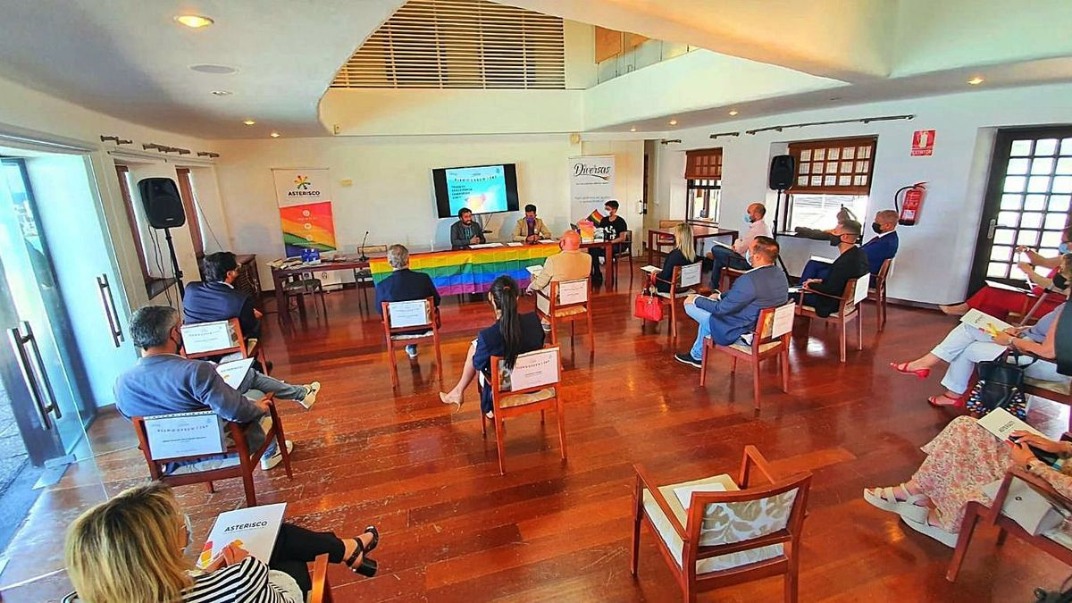 Reunión de representantes municipales y Diversa.