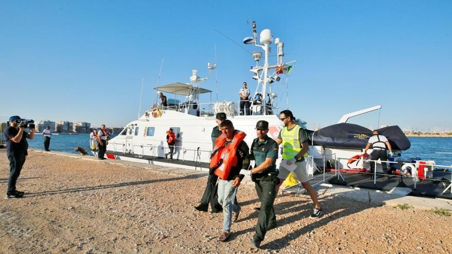 Interceptan a 26 inmigrantes de cuatro pateras mientras sigue la búsqueda de 7 desaparecidos