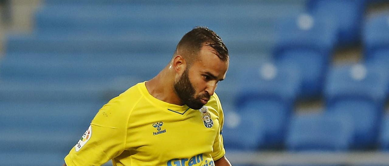 Jesé Rodríguez Ruiz bate al portero del CD Lugo Cantero, en su único gol de amarillo, el pasado  1 de abril.  | | UDLAPALMAS.ES