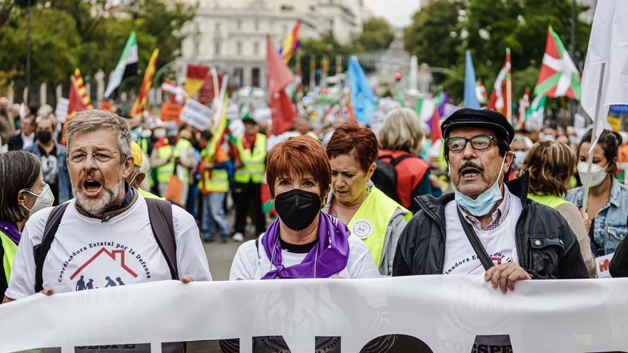 """Cientos de personas reclaman en Madrid unas pensiones """"justas y suficientes"""""""