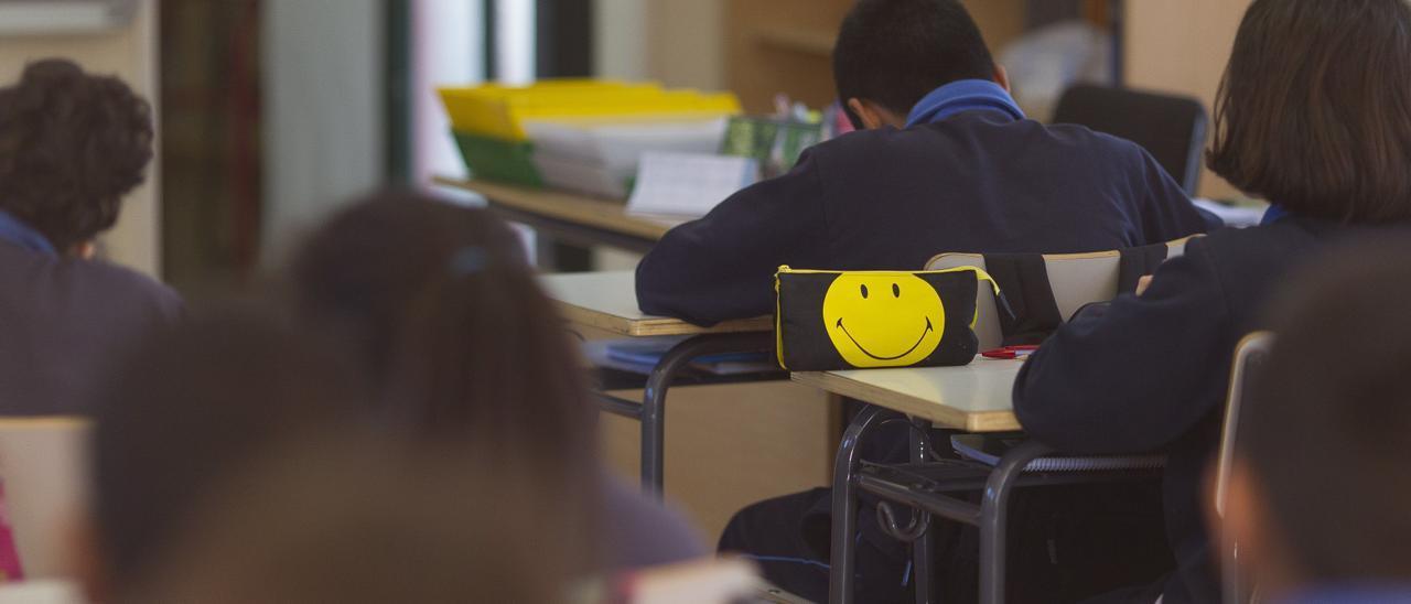 Alumnos en un aula escolar.