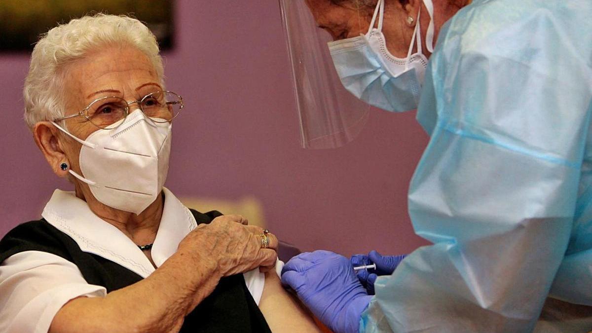 Comença la vacunació  contra la covid-19 a Europa
