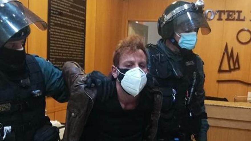 El sospechoso, en el momento de su detención en un hotel de Vigo