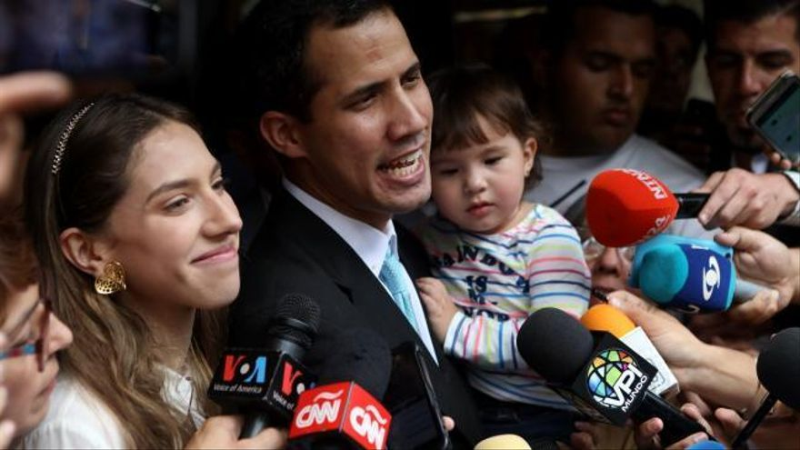 Guaidó denuncia el acoso de las fuerzas de seguridad de Maduro a su familia