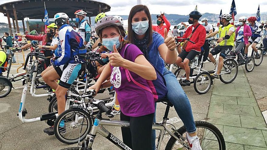 Más de 300 ciclistas participan en una Festa da Bicicleta que llegó hasta el Camiño Real