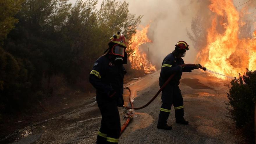Al menos 83 fallecidos por los incendios en Grecia