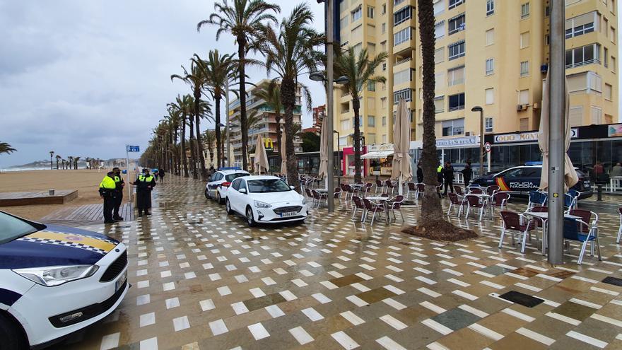 Sin rastro de botellones en las playas y calas de Alicante por la lluvia