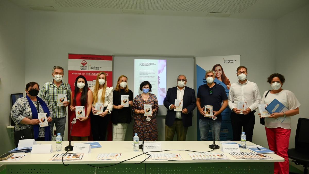 Presentación de las guías de sensibilización editadas por la Fundación Magdalena Moriche, ayer.