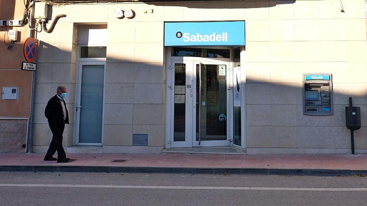 La oficina del Banco Sabadell en Algueña se encuentra ubicada en un inmueble de su propiedad.