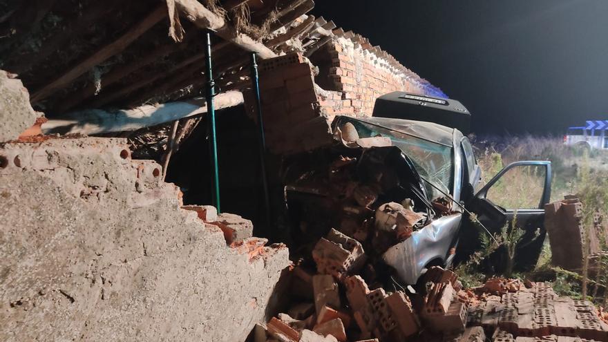 Un muerto de 64 años en La Guareña tras impactar su vehículo contra el muro de una vivienda