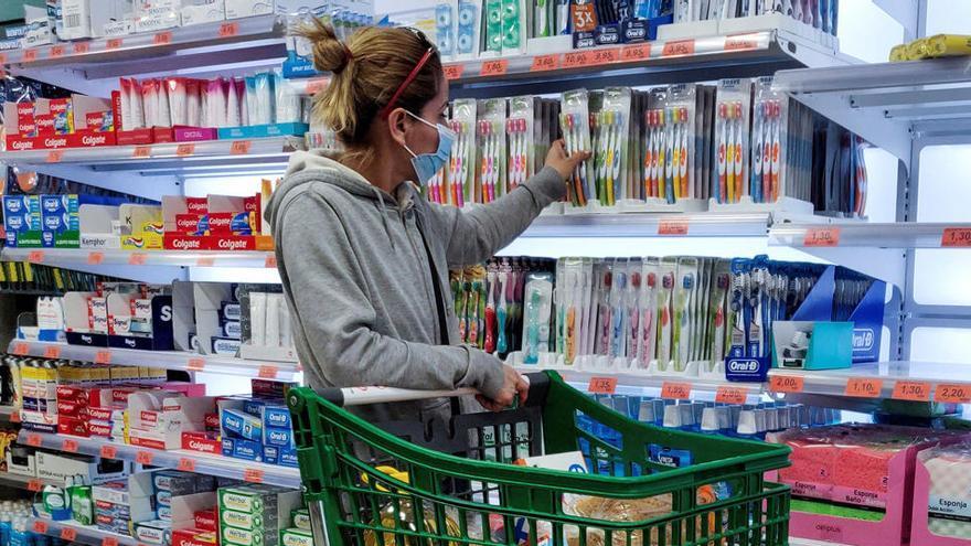 La OCU no detecta rastro de coronavirus en envases en supermercados