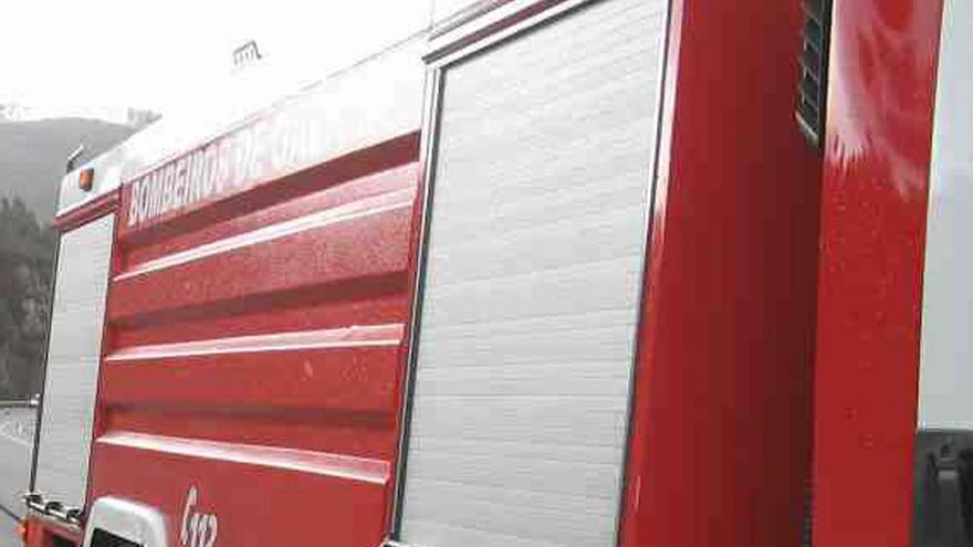 Evacuada por inhalación de humo debido a un incendio en un camping en Bergondo