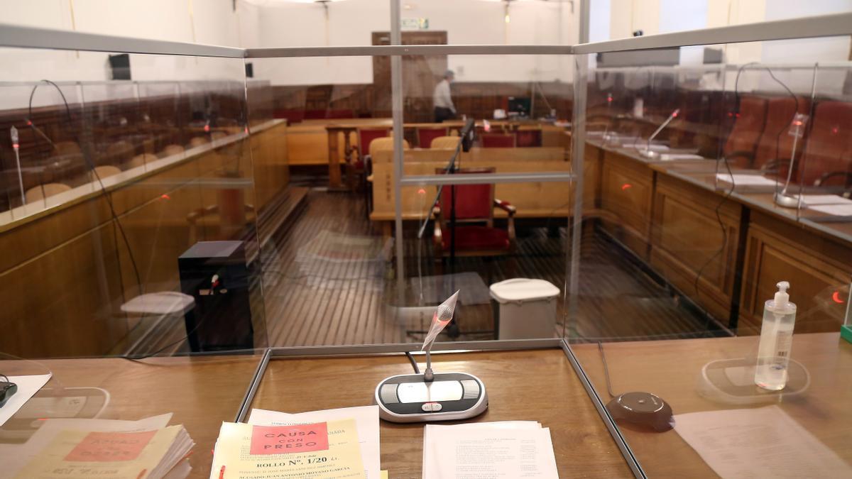 Imagen de la sala de la Audiencia de Granada.