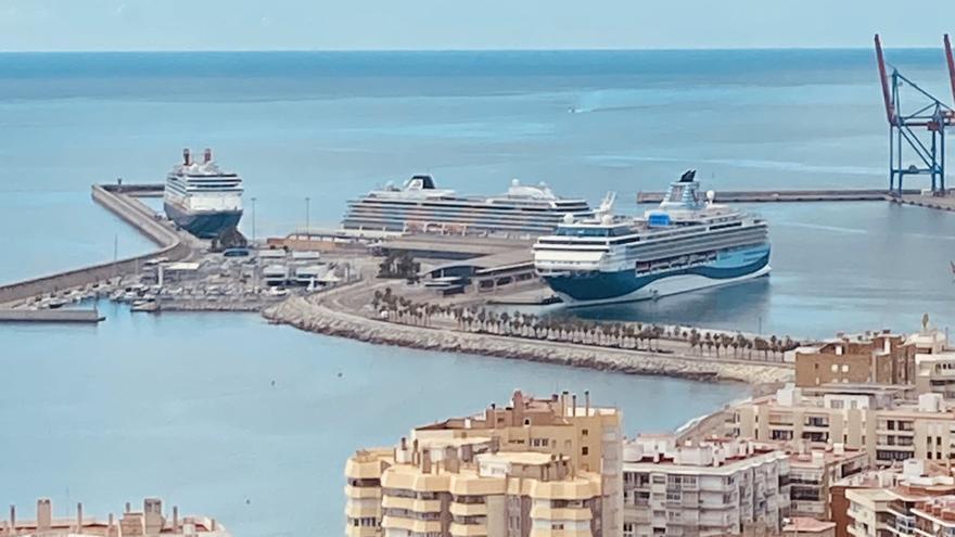 Cuatro cruceros recalan este domingo en Málaga y tres harán noche en el puerto