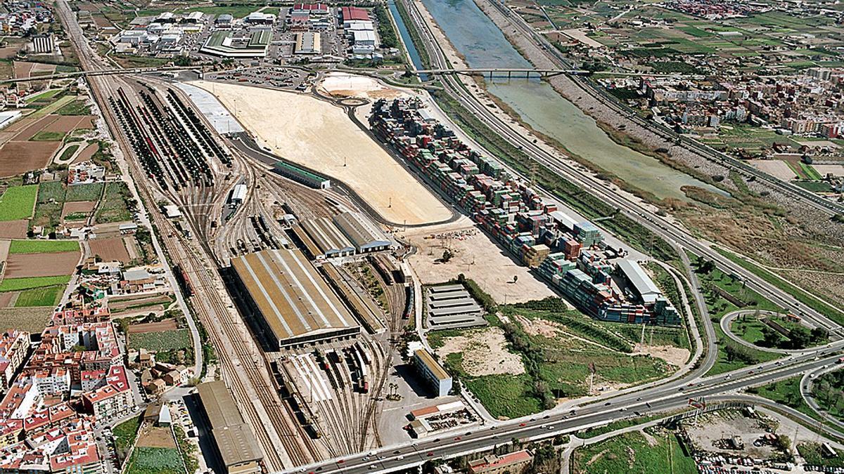 Vista aérea de la terminal de la Font de Sant Lluís de València.  adif