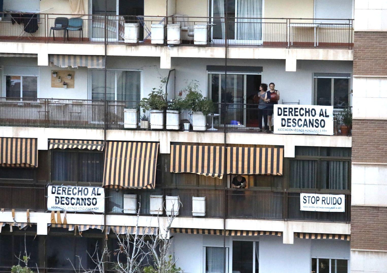 Los vecinos de Plaza Honduras protestan por los botellones
