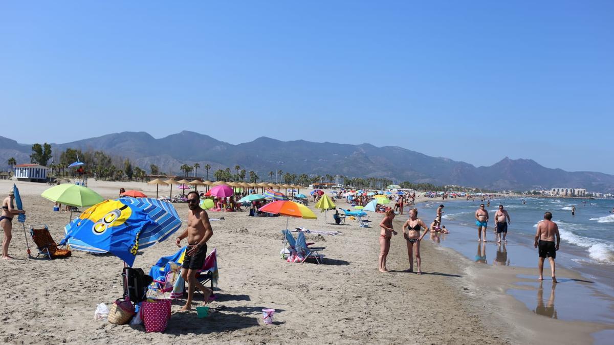 Los arenales de Castelló han registrado este domingo una gran afluencia