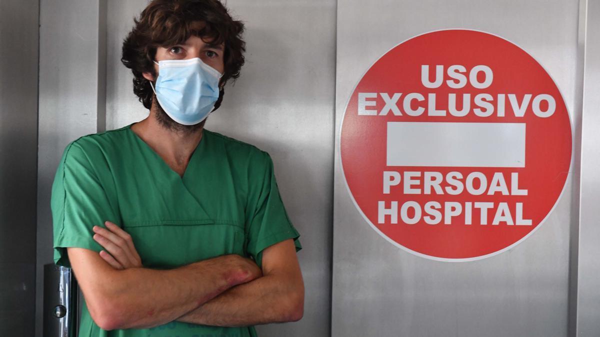 El doctor Álvaro Mena, médico internista del Chuac.