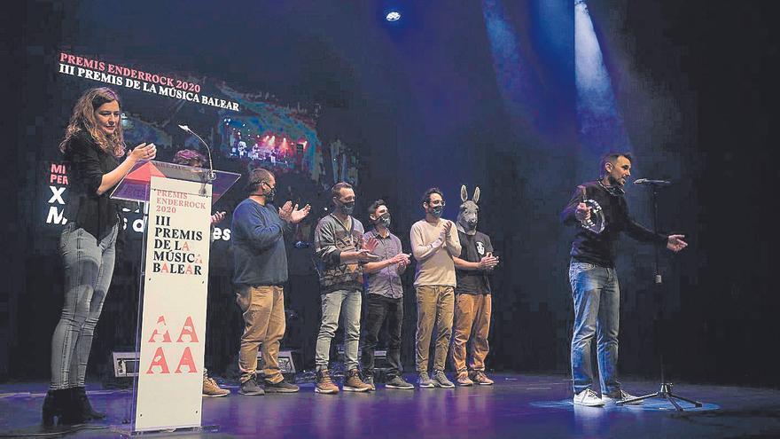 Los Premis Enderrock se rinden a Xanguito