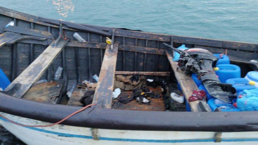 La Marina marroquí encuentra una patera con 4 cadáveres y rescata a 46 emigrantes