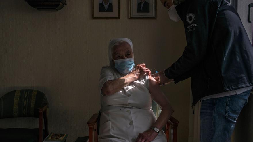 El COVID se frena en Galicia: sin muertes y caen los hospitalizados, los contagios y los casos activos