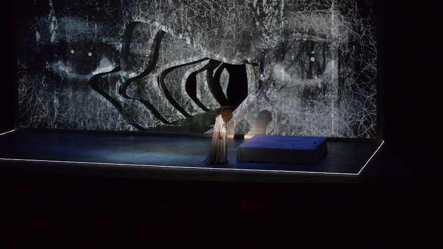 """Lolita encandila a un Niemeyer de bote en bote con """"Fedra"""""""