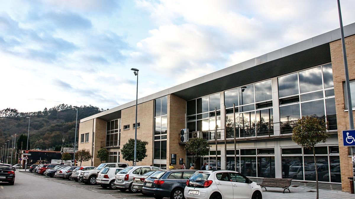 Exterior del Centro de Salud de Pola de Siero.