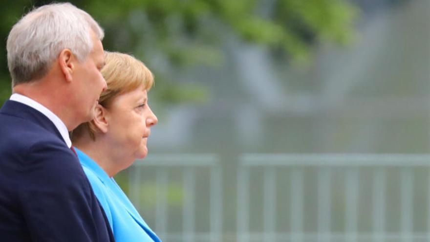 Merkel pateix tremolors per tercer cop en pocs dies