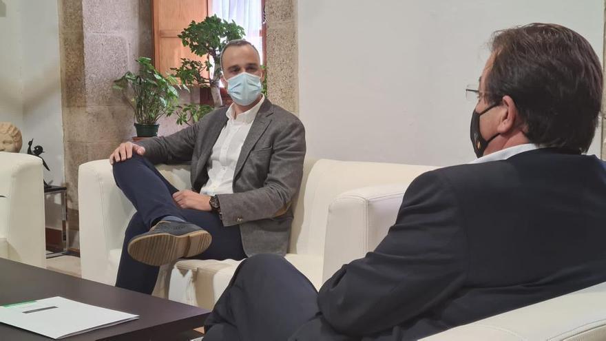 Carlos Caro se reúne con Fernández Vara