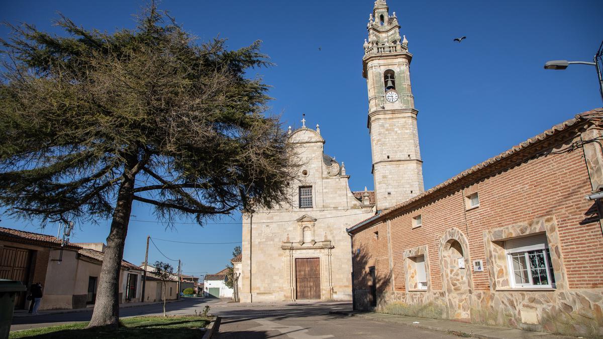Iglesia del pueblo de Molacillos.