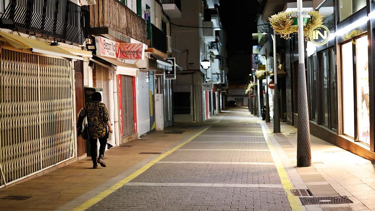 Una calle de Sant Antoni casi vacía.