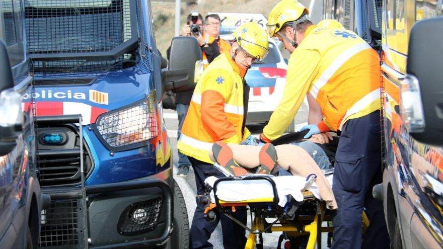 Un mosso denuncia el bomber de Santa Maria d'Oló que va ser ferit per antiavalots a l'A-2