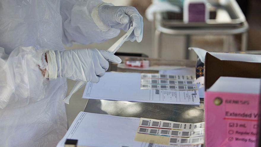 Los casos activos de covid en Ibiza suben tras diagnosticar diez contagios en un día