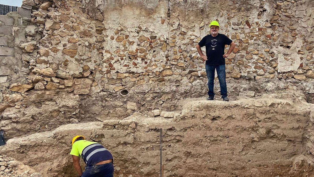Parte de la muralla hallada durante las obras del hotel de la antigua Casa de la Encomienda.