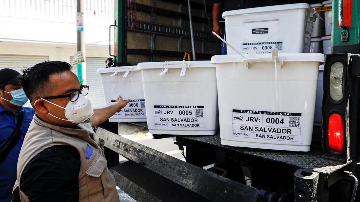Llegada de las urnas para los comicios de El Salvador