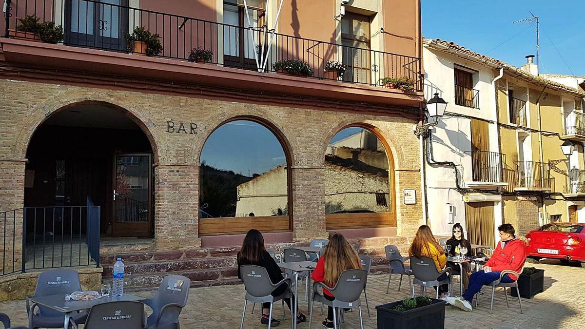 El bar de la Serratella abrió en marzo tras estar cerrado desde octubre, pero ha vuelto a cerrar ante la salida de los gestores. | MEDITERRÁNEO