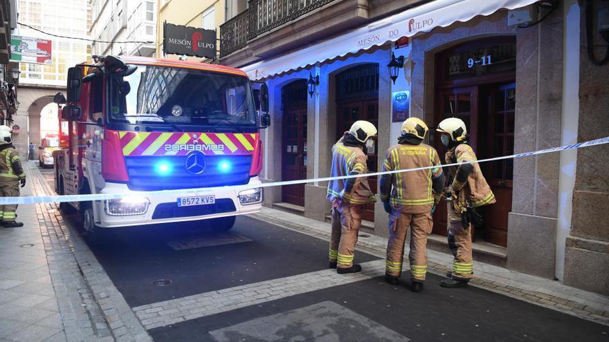 Corte de un acceso a María Pita por un aviso de incendio