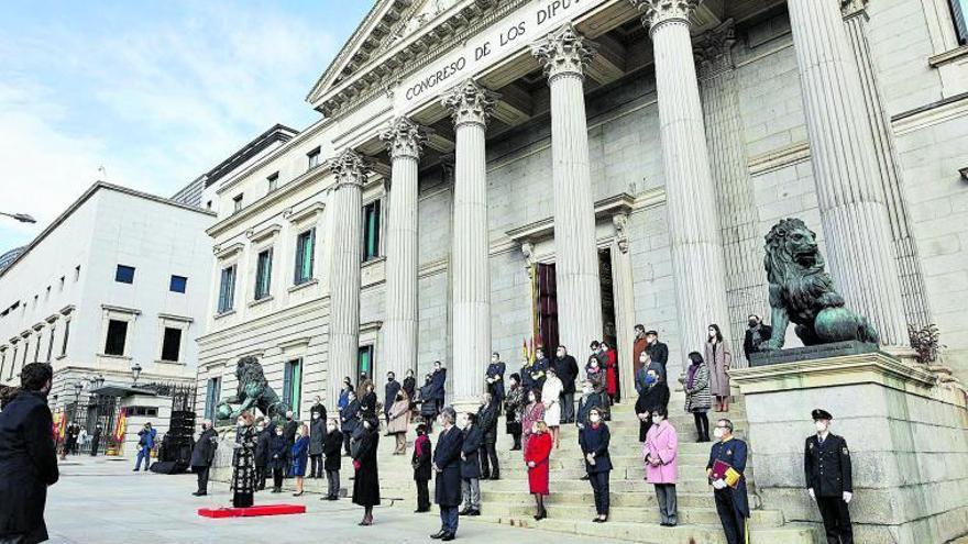 Los líderes celebran el 42º aniversario de la Carta Magna acusándose de violentarla