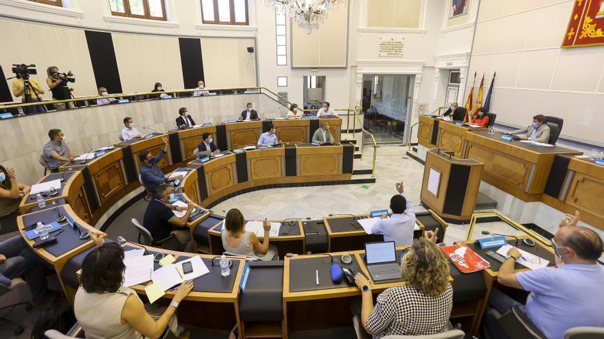 La Diputación rebaja a la mitad el IAE entre críticas de la oposición