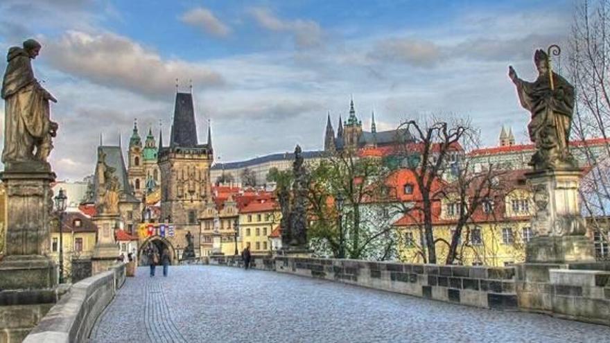 Restauran la imagen de San Vicente Ferrer del Puente de Carlos en Praga