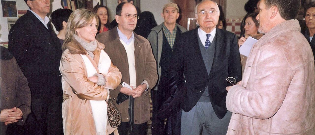 Brines, a la derecha, en la casa de Gil-Albert en El Salt de Alcoy en 2004.
