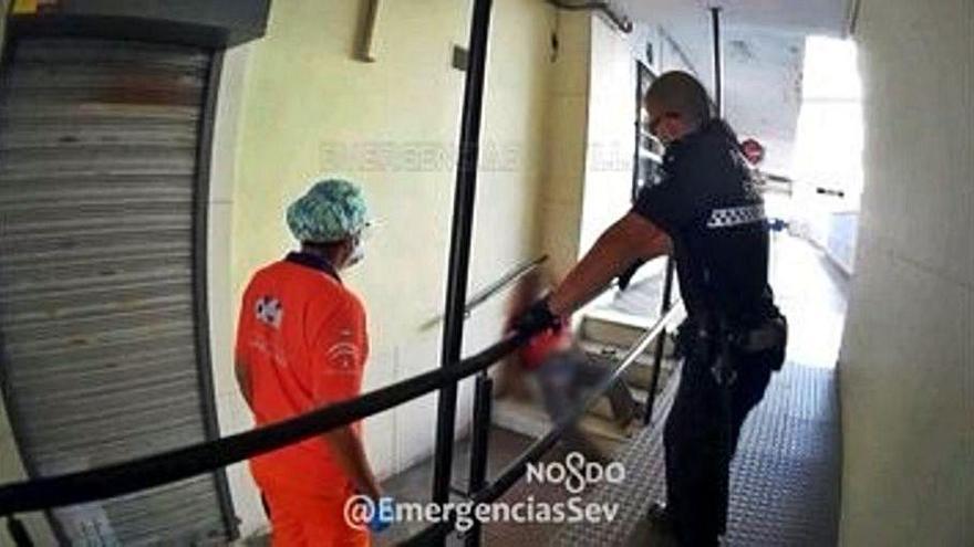 Detenida en Sevilla por apuñalar a su expareja en plena calle