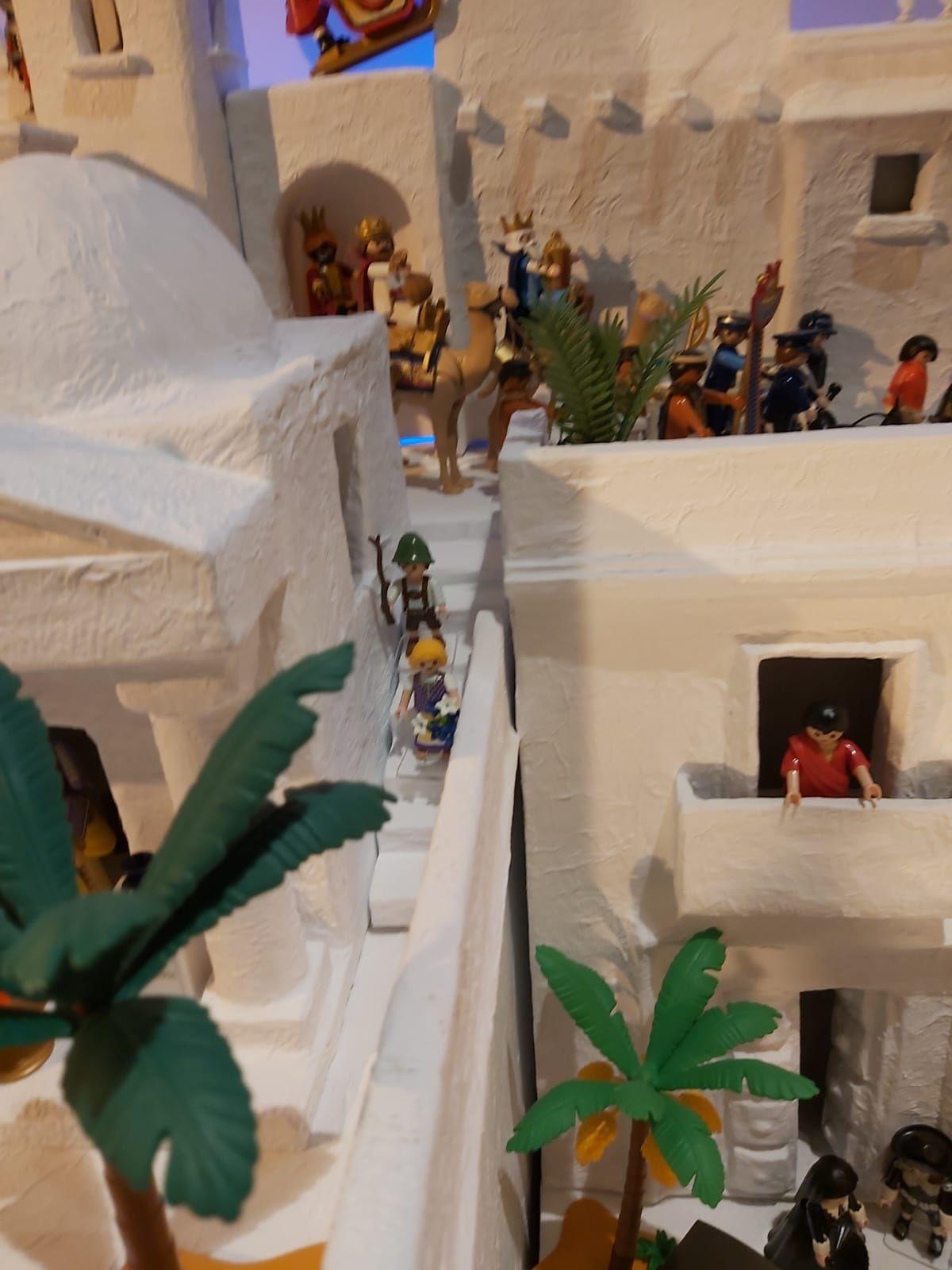 Navidad en Zamora | El diseñador Miguel de la Iglesia monta un belén de apoyo al comercio local