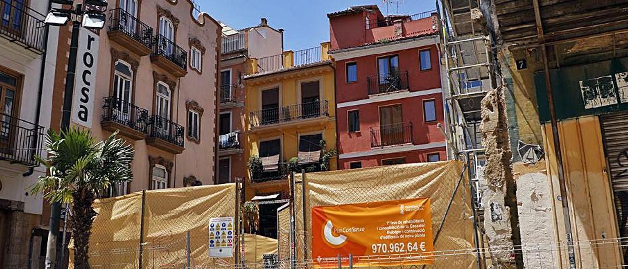 La Casa del Relojero y el solar anexo en obras . | M.A.MONTESINOS