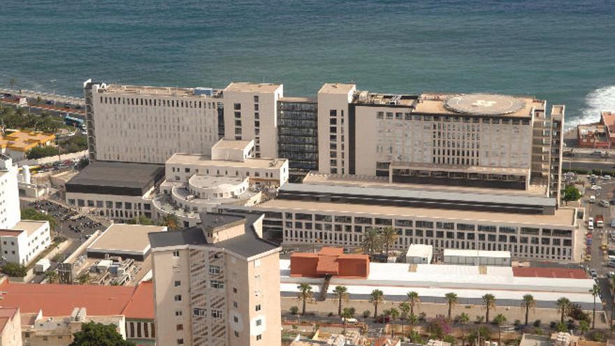 El colapso en la UMI obliga a pacientes del Insular a pasar la noche en quirófano