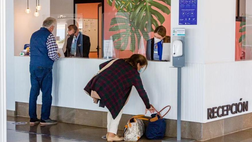 Las reservas turísticas en la Costa Blanca crecen un 14% por el levantamiento del estado de alarma