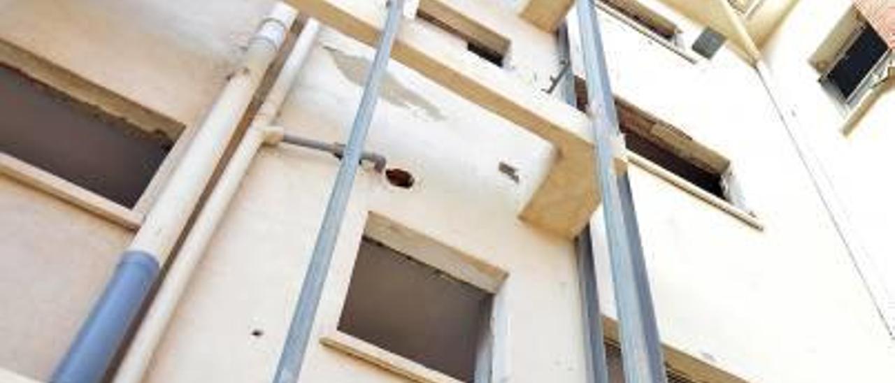 Un tercio de las viviendas sociales de Alzira están vacías y para rehabilitar